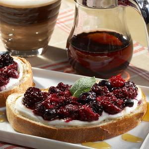Хлеб с йогутом и ягодами